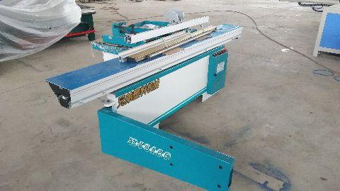 供应用于下俩的塑料板材下料机,塑料板材裁板机尽在兄弟联赢