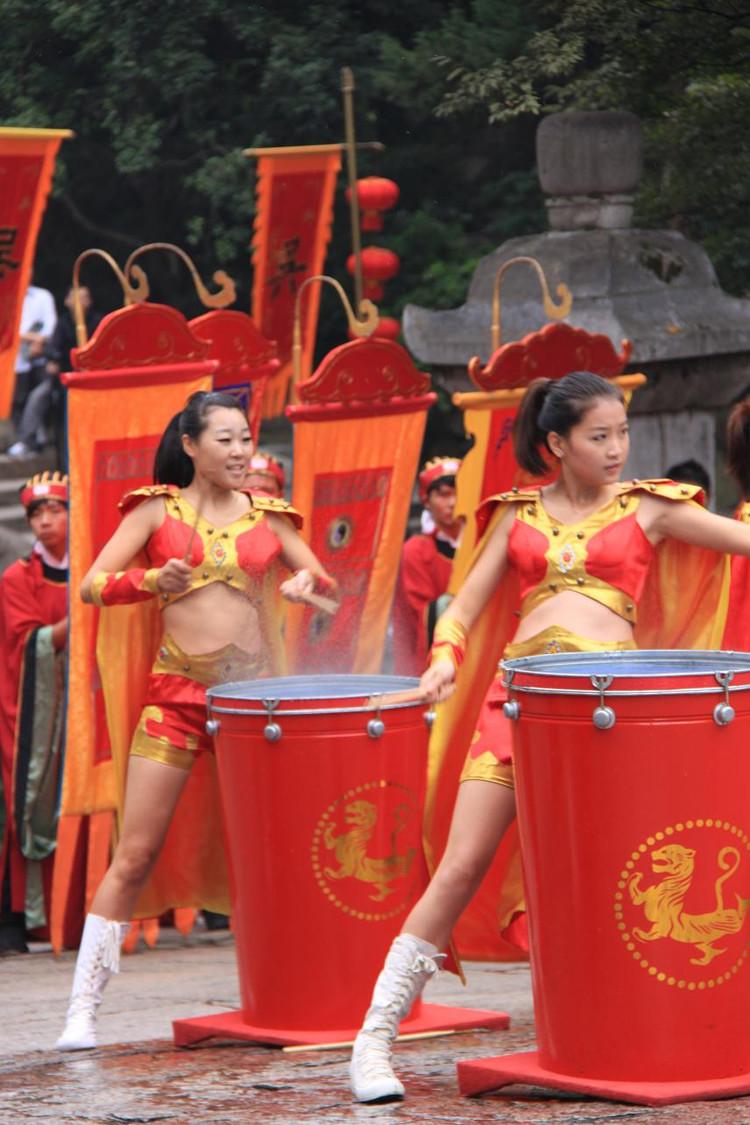 供应广东省开场舞 大型演唱 庆典水鼓舞蹈服装专业生产 制服报价