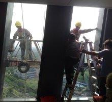 专业外墙玻璃打胶 外墙玻璃更换 外墙拆装玻璃