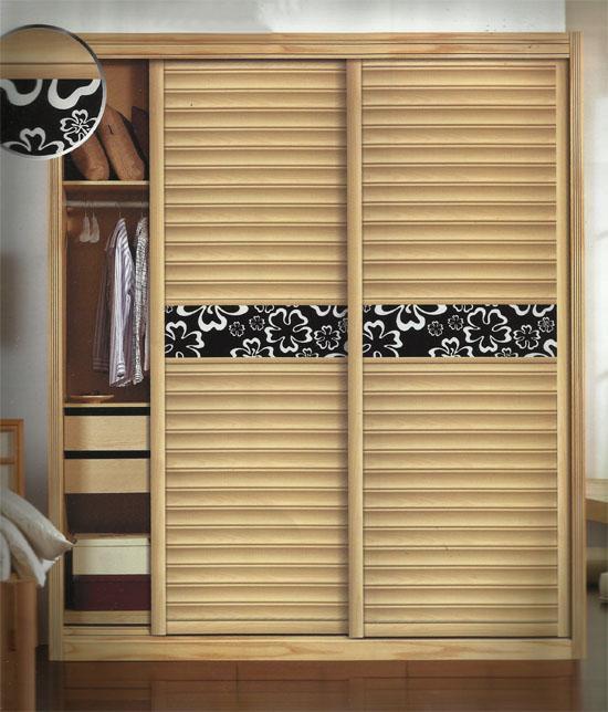 衣柜门 现代家居装修中,越来越多的人都会选择可推拉的衣柜门(又叫移门、滑动门、壁柜门),其轻巧、使用方便,空间利用率高,订制过程较为简便,进入市场以来,一直被受装修业主青睐,大有取代传统平开门的趋势。 详述 现代家居装修中,越来越多的人都会选择可推拉的衣柜门(又叫移门、滑动门、壁柜门),其轻巧、使用方便,空间利用率高,订制过程较为简便,进入市场以来,一直备受装修业主青睐,大有取代传统平开门的趋势。金九银十,过了中秋,装修旺季已至,又到了大多数装修业主们选择衣柜门的时候。那么衣柜门市场将有一些什么样的变化