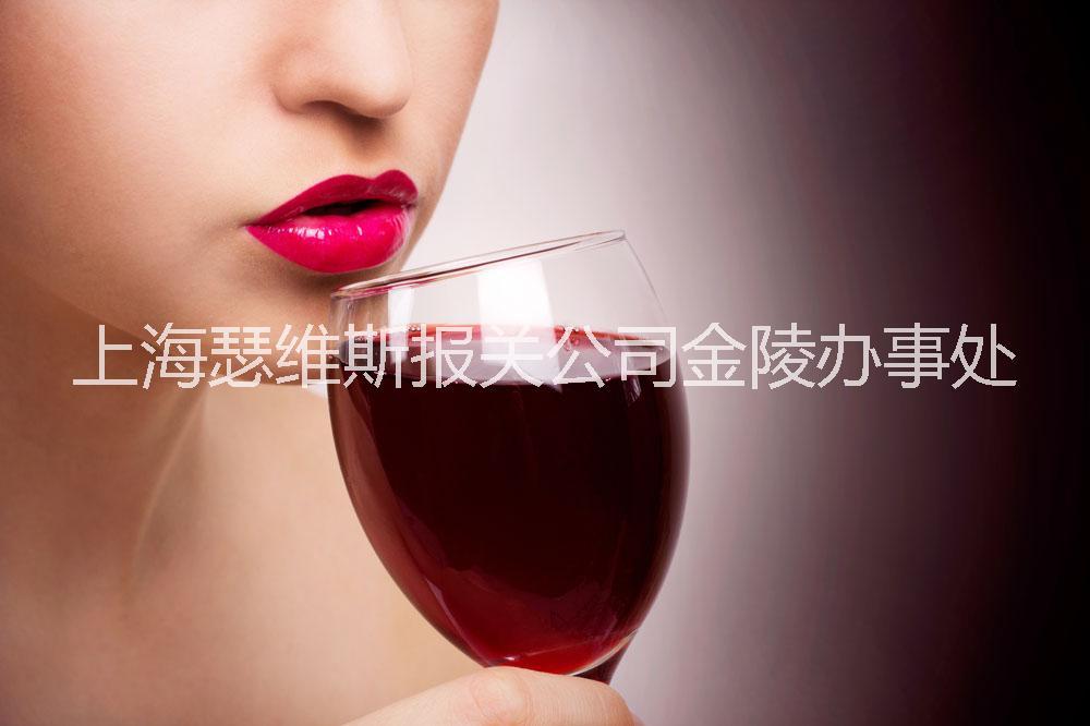女人每天睡前喝点红酒