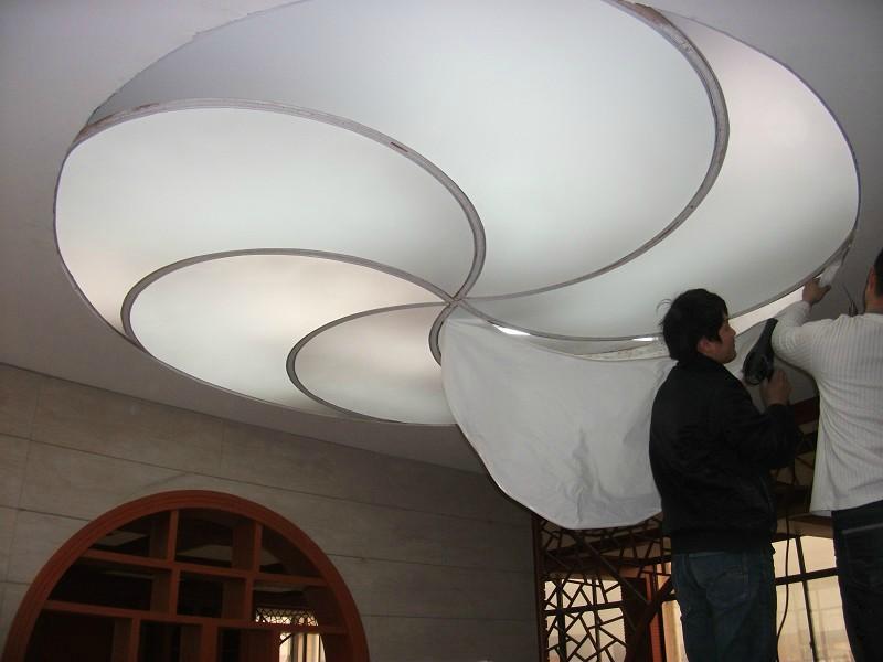 供应云南曲靖软膜天花厂家销售安装灯箱膜,白色透光膜,喷绘膜,柔性