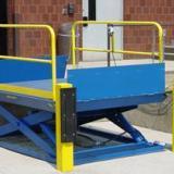 临沂升降货梯,临沂升降平台首先专业的生产厂家济南圣塔升降机械有限公司