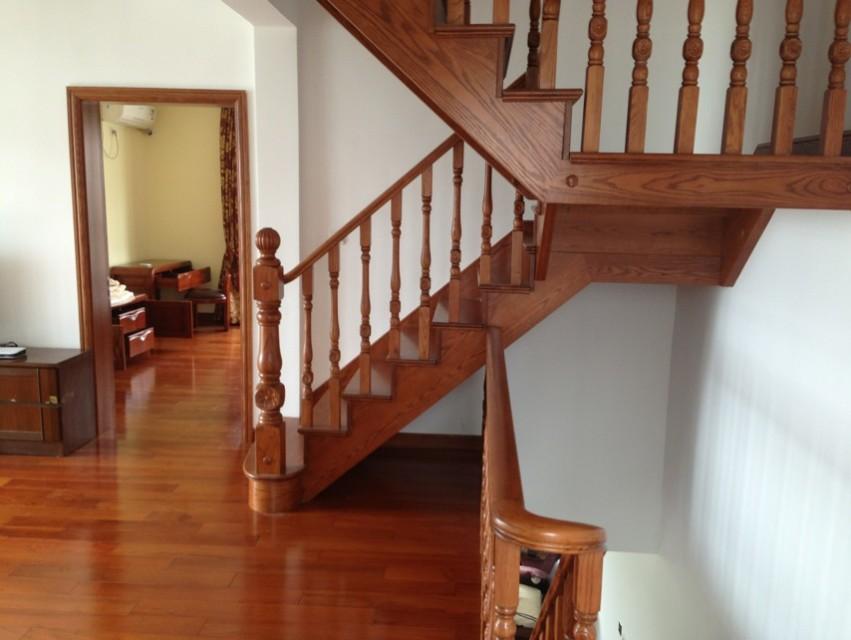 浦东周浦楼梯家用实木楼梯定做安装价格