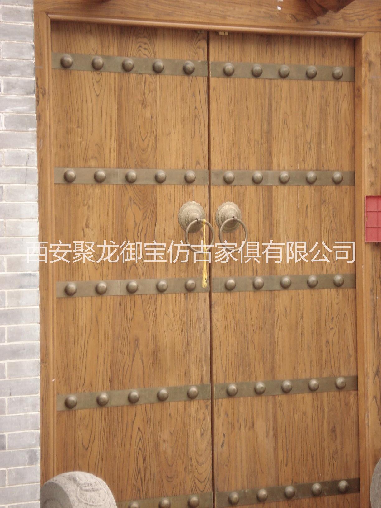 中式铜制雕刻图案