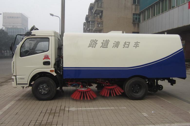 国四多利卡道路清扫车,水泥厂的扫路车