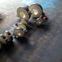 供应用于循环水系统的保冷管托 保冷木块 批发水平圆形管道带垫板焊接吊架 卡箍型止推管托报价批发