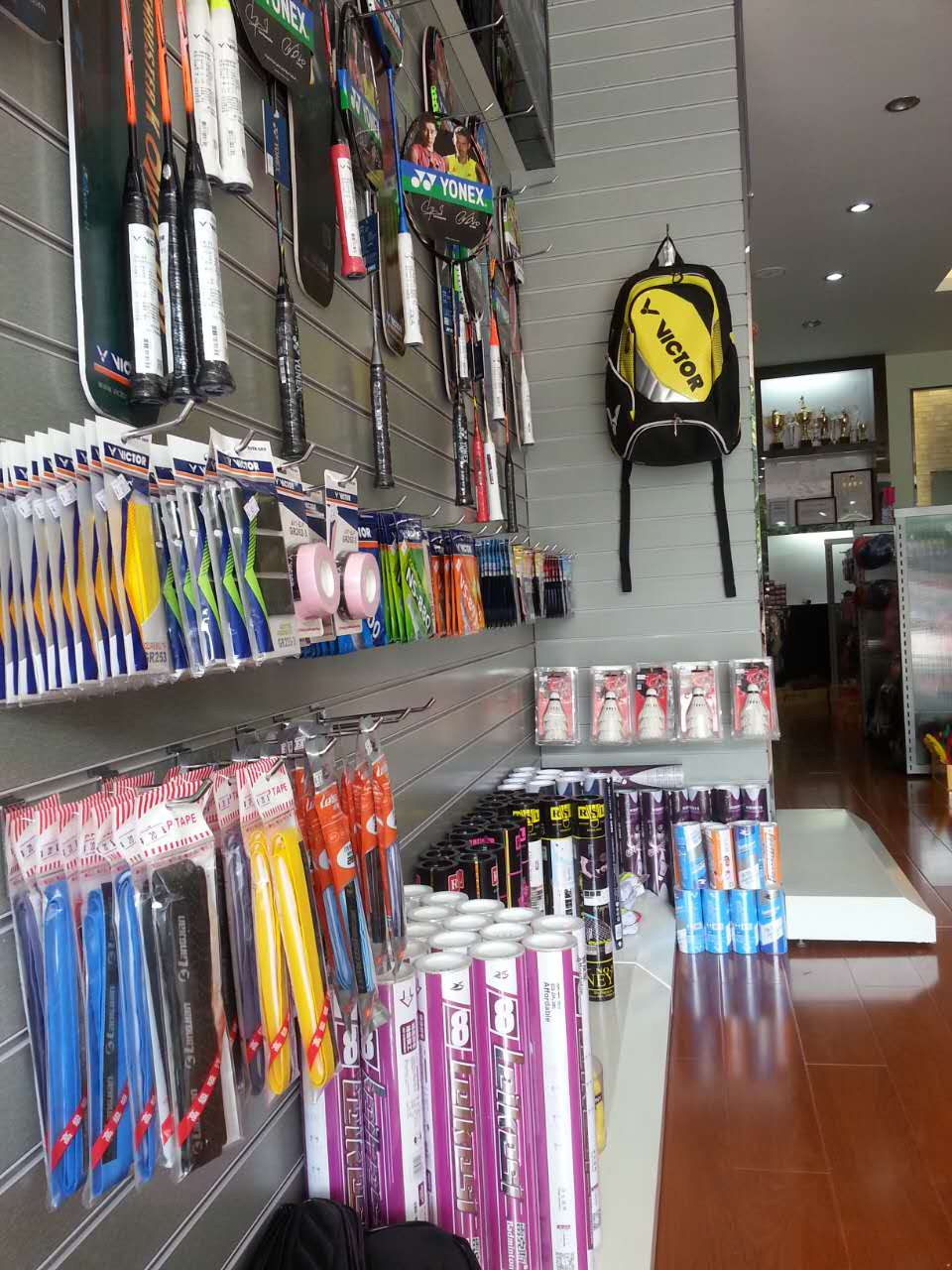 供应用于球拍拉网拉线的YY尤尼克斯胜利球拍惠州专卖店惠州哪里有羽毛球拍拉线的急急急
