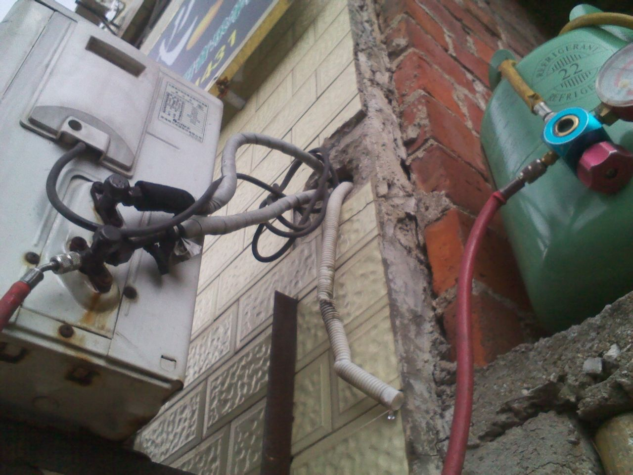 有多年家用和商用空调专业维修经验,我们熟悉各种空调设备的性能,维护