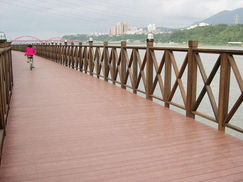 多宝镇隶属于天门市,地理位置极好,位于汉江平原北部,汉水中游左岸,多