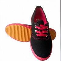 河南质量好的休闲帆布鞋生产厂家