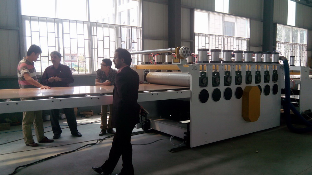 云南PVC木塑板材生产线 PVC仿木塑板挤出设备