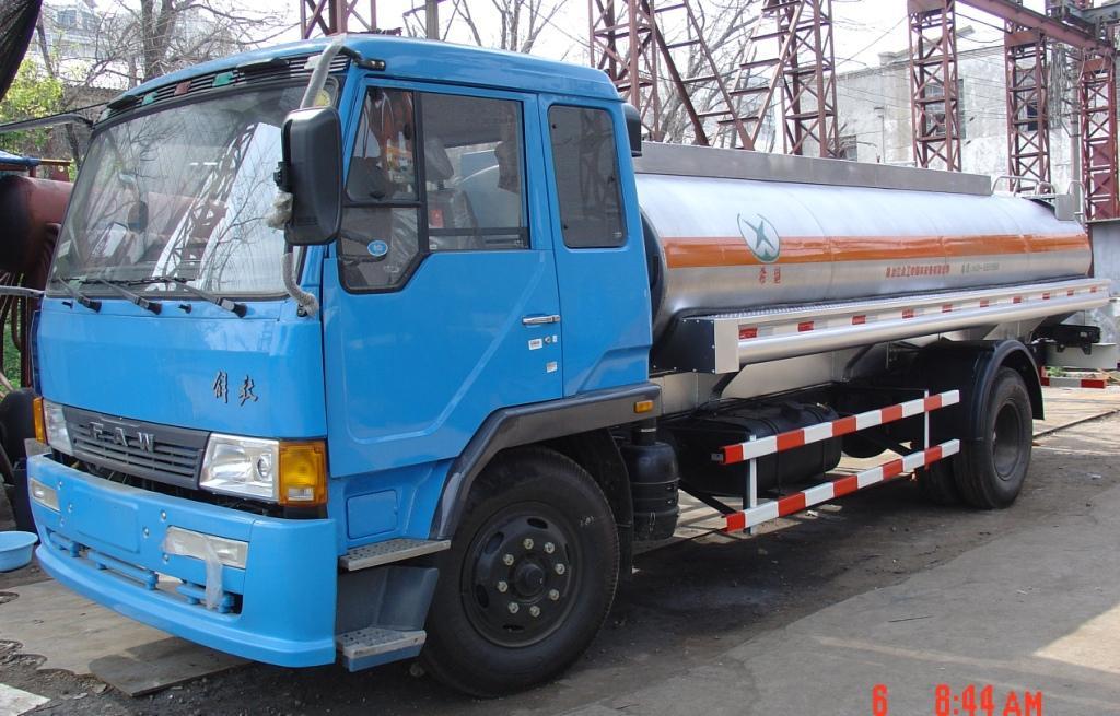 江铃3吨加油车 运油车 3吨加油车 流动加油车 山东油罐车厂家 东风3吨加油车 东风加油车