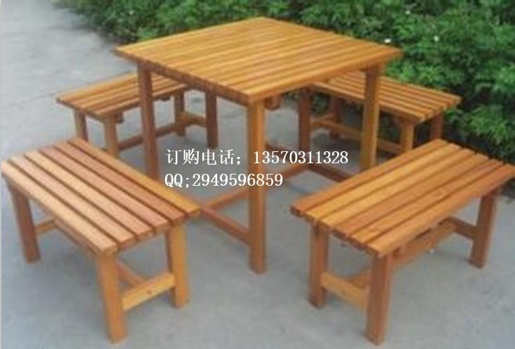 实木桌椅图片描述: 南昌海棠硬木桌椅 实木桌椅 户外茶几五件套 纯正实木,回归自然,采用户外优质进口木材,经过高温烘焙、除虫、防腐、定型等各种处理后加工成型,再用进口高分子漆喷涂,形成可靠防护层,做到在户外持久耐用,不易变形、破裂、腐烂或虫蛀。使用期在正常情况下达5-8年。喷涂PU户外专 咨询电话:13570311328 联系人:郑宝存 联系QQ:2949596859