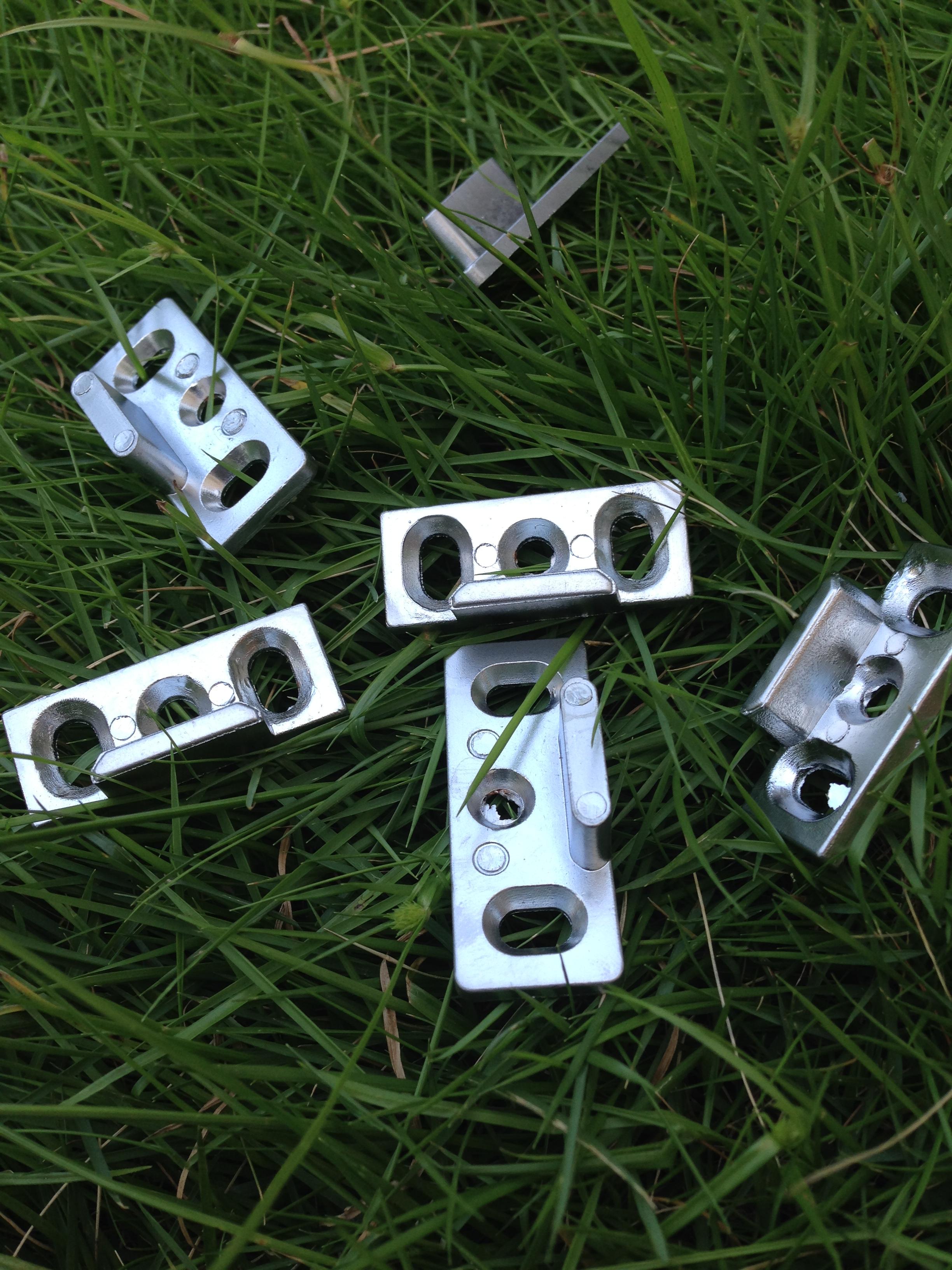 锌合金锁座小配件与铝合金材质的区别