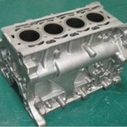 镶缸套直列四缸发动机缸体图片