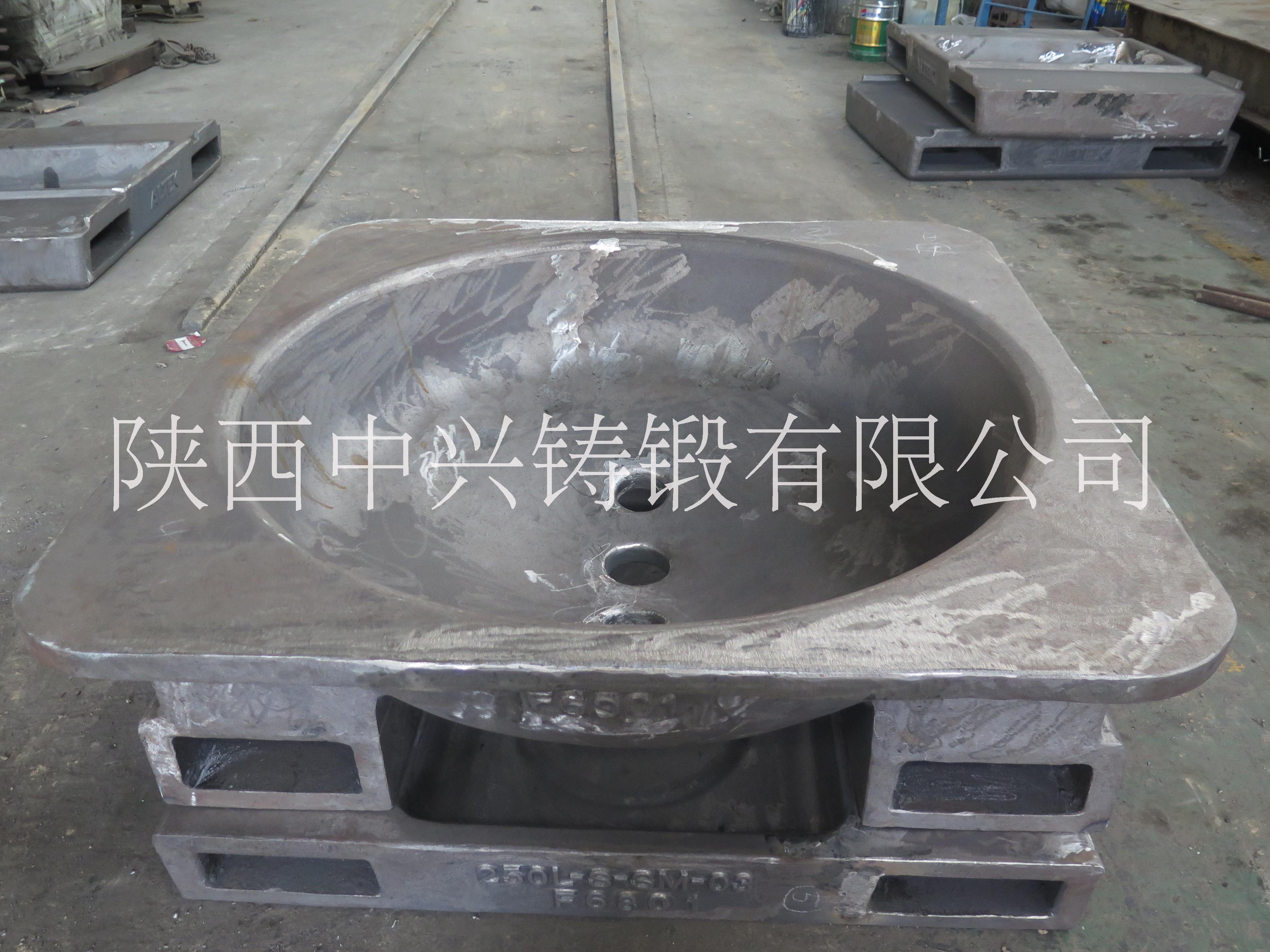 供应合金钢叉车孔圆渣罐 负压铸造渣罐  高质量合金钢渣盘出口