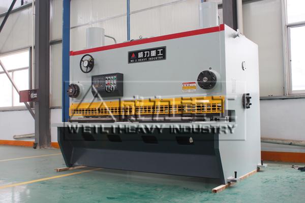 生产的qc11y型液压闸式剪板机相对qc12y型结构更先进