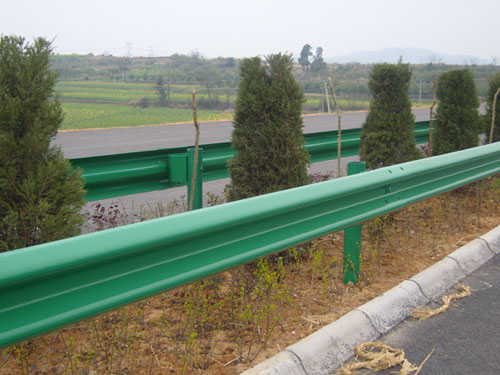 臣运丝网专业定制护栏板,护栏板价格,护栏板厂家