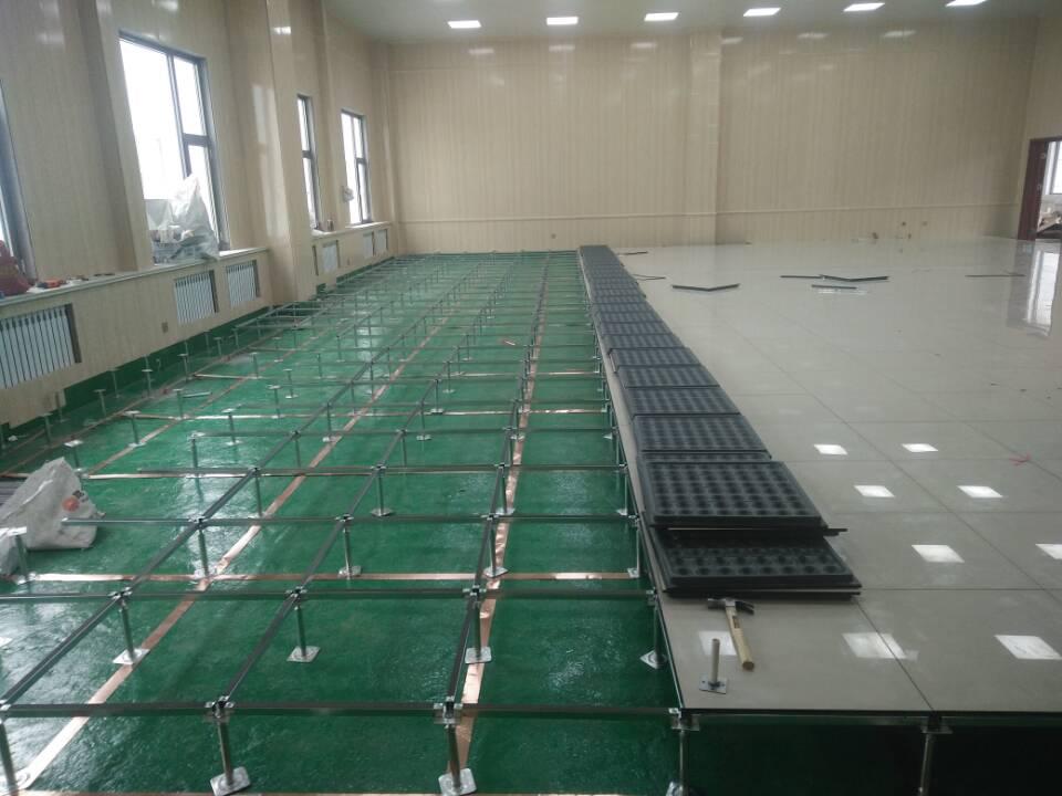3,防静电活动地板施工过程,中经常用兆欧表测试地板表面对铜箔间