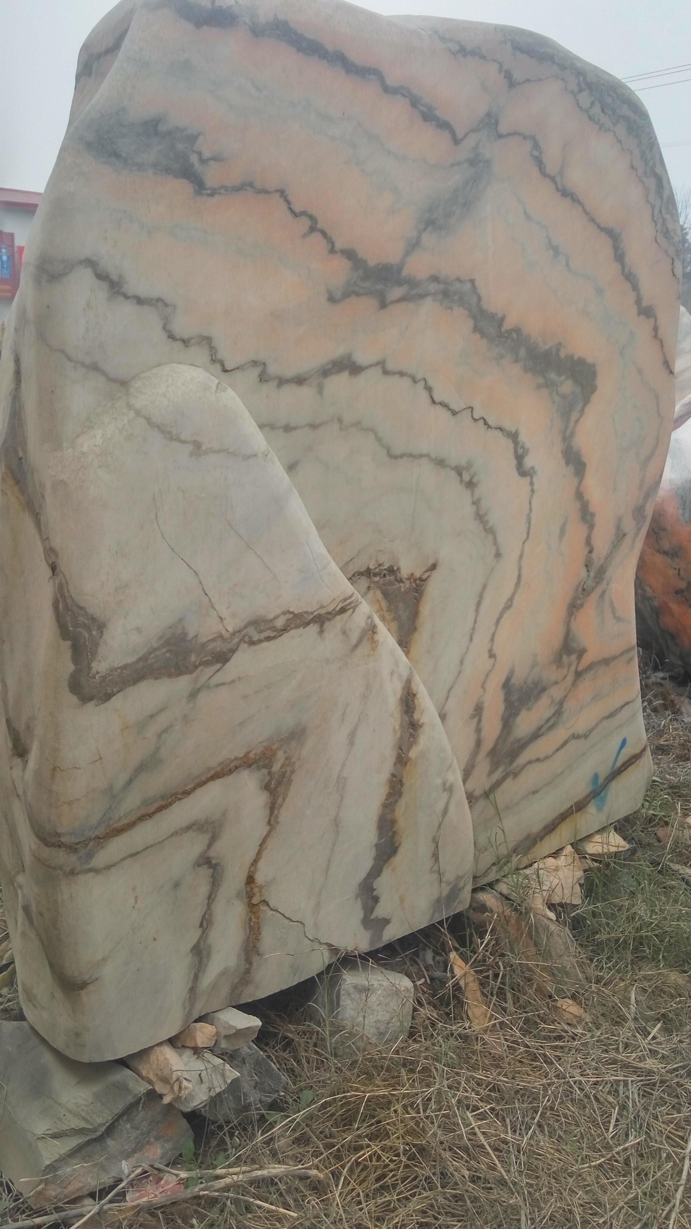 景观石的密度  每立方2.5---2.8吨