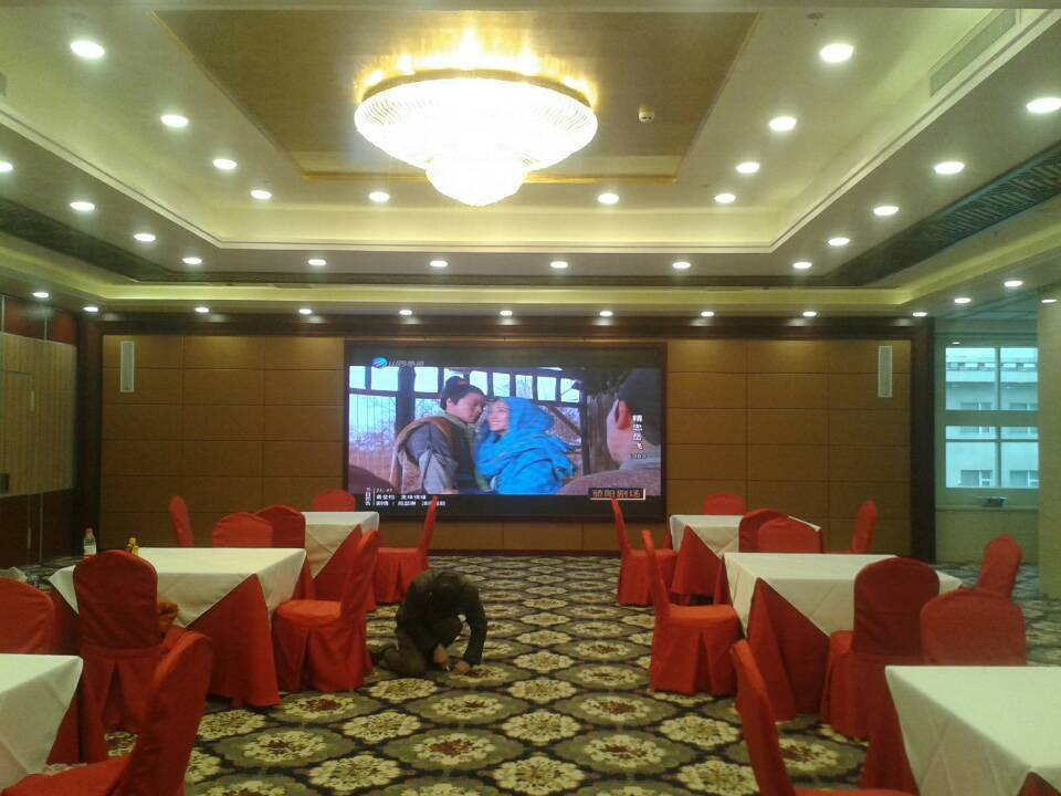 四川成都LED显示屏生产厂家专业生产P5室内全彩LED显示屏