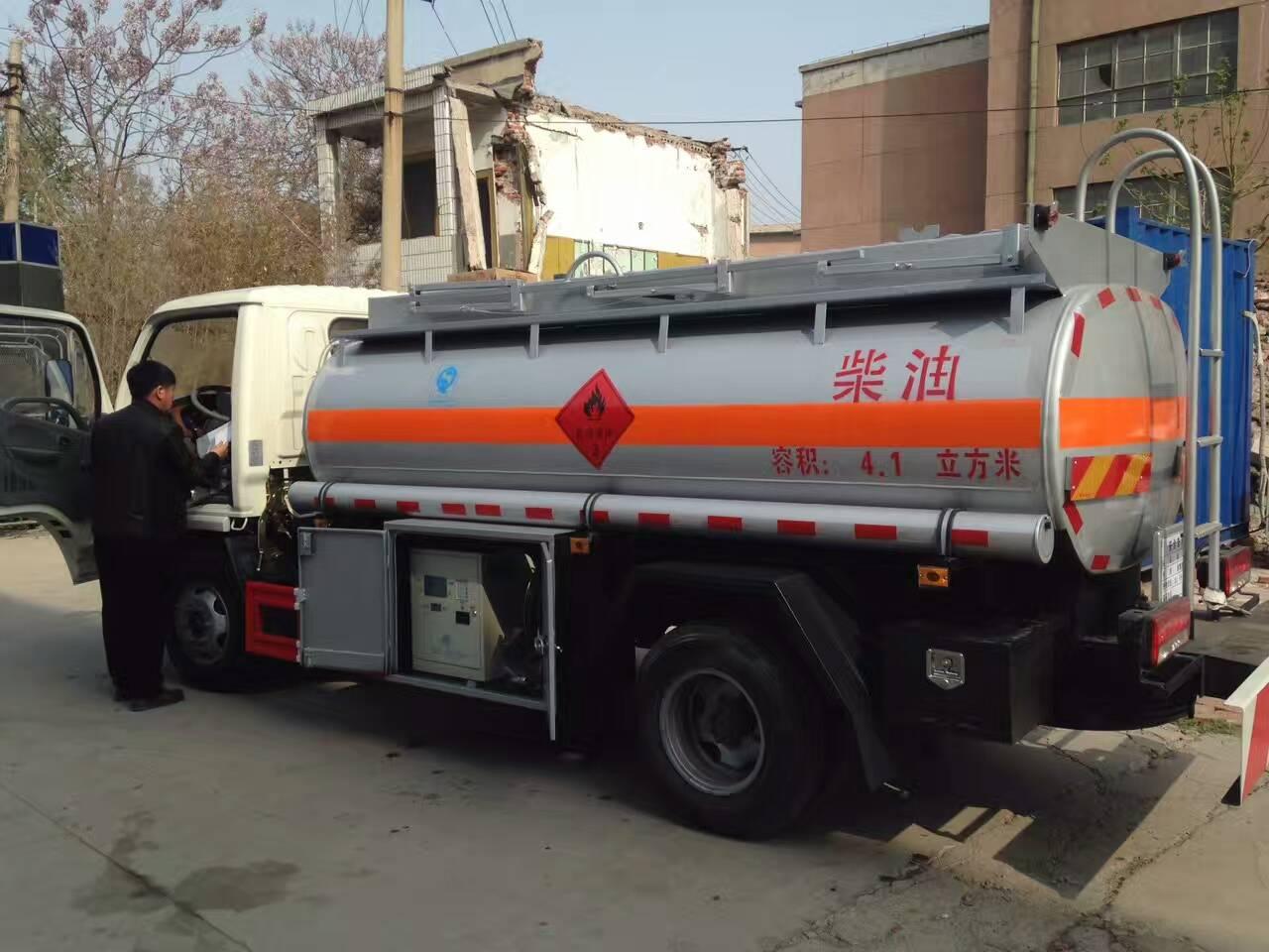 供应江铃国四3吨加油车。山东加油车 青岛加油车 江铃国四加油车 江铃国五加油车