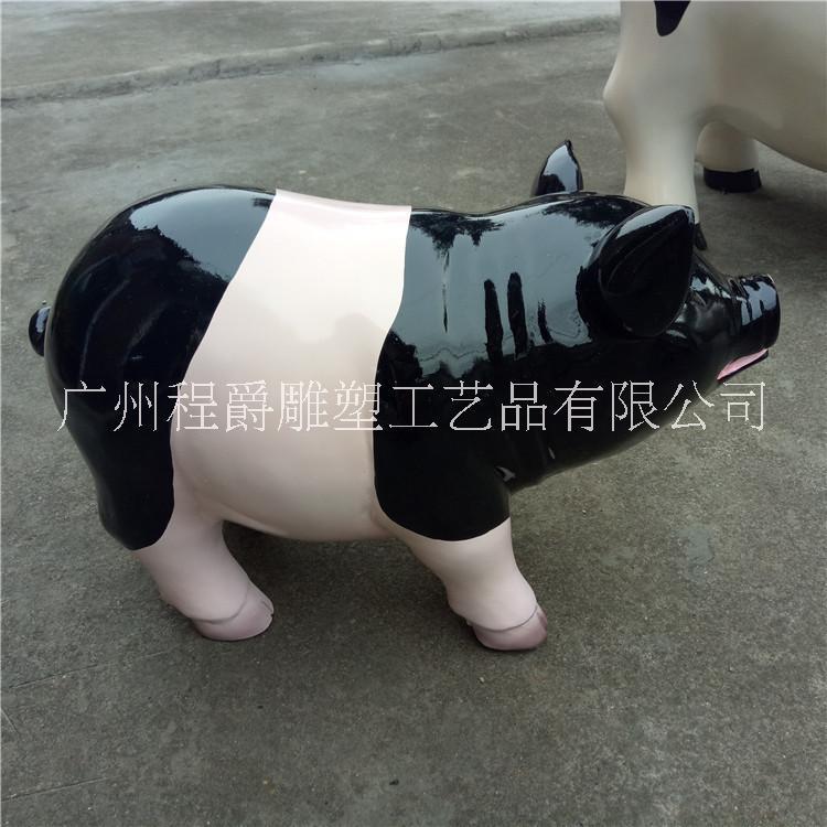 厂家生产玻璃钢仿真猪雕塑户外大型仿真动物雕塑玻璃纤维动物猪雕塑定制