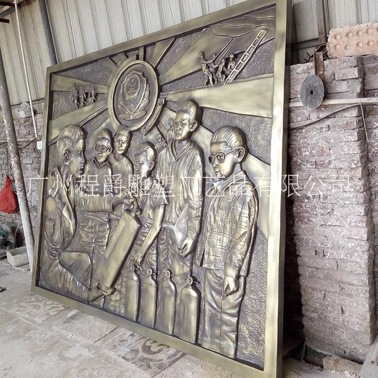 厂家专业定做 玻璃钢人物消防浮雕 仿古铜消防人物雕塑 园林景观雕塑