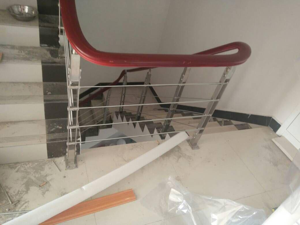 室内楼梯栏杆 钢木楼梯扶手 不锈钢楼梯立柱厂家定制 不锈钢楼梯立柱
