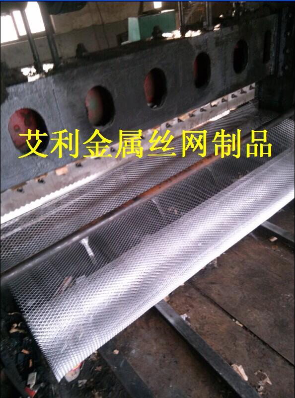 供应高品质变电站不锈钢菱形隔离网图片