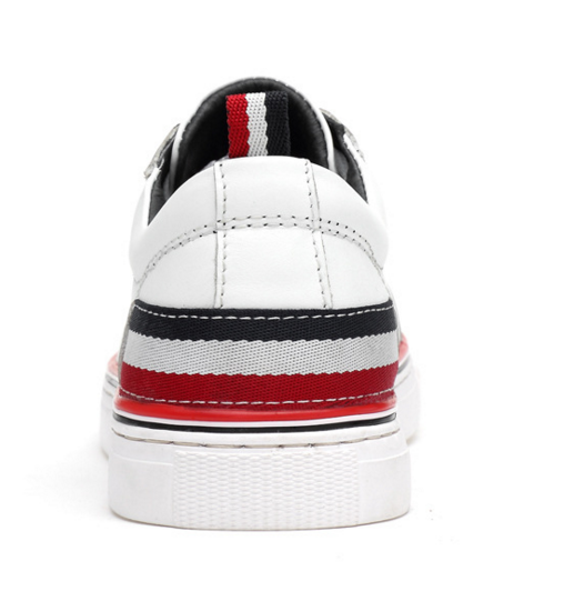 工厂直销批发 男士新款休闲板鞋销售