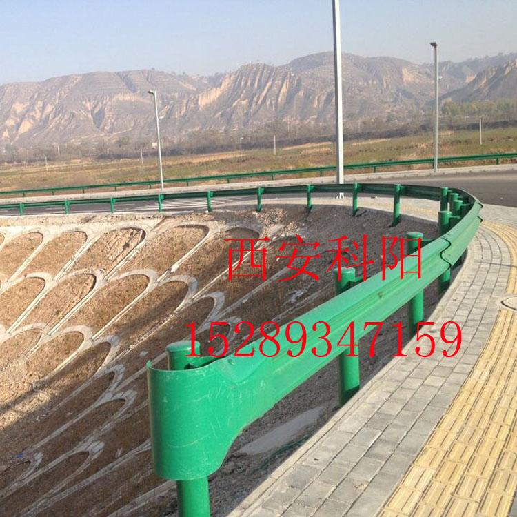 陇南/定西专业定制安装波形护栏板 防撞波形梁护栏 热镀锌喷塑道路