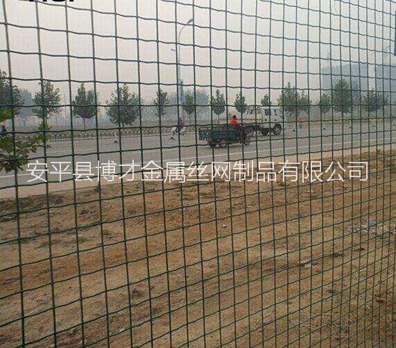 辽阳公路护栏网批发、哪里有卖铁丝护栏网的厂家?铁网围栏多钱一米