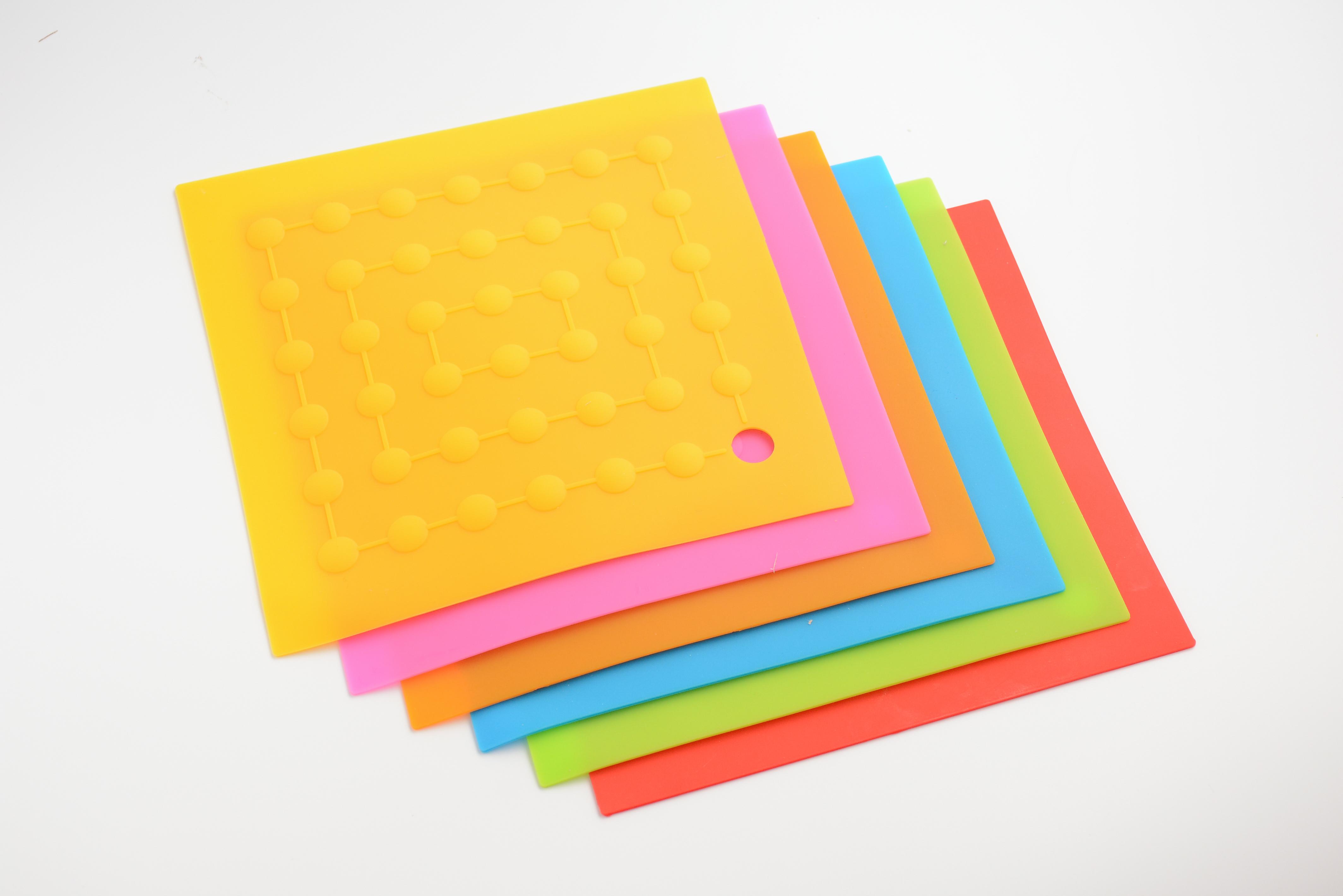 方形圆点锅垫 食品级硅胶隔热垫
