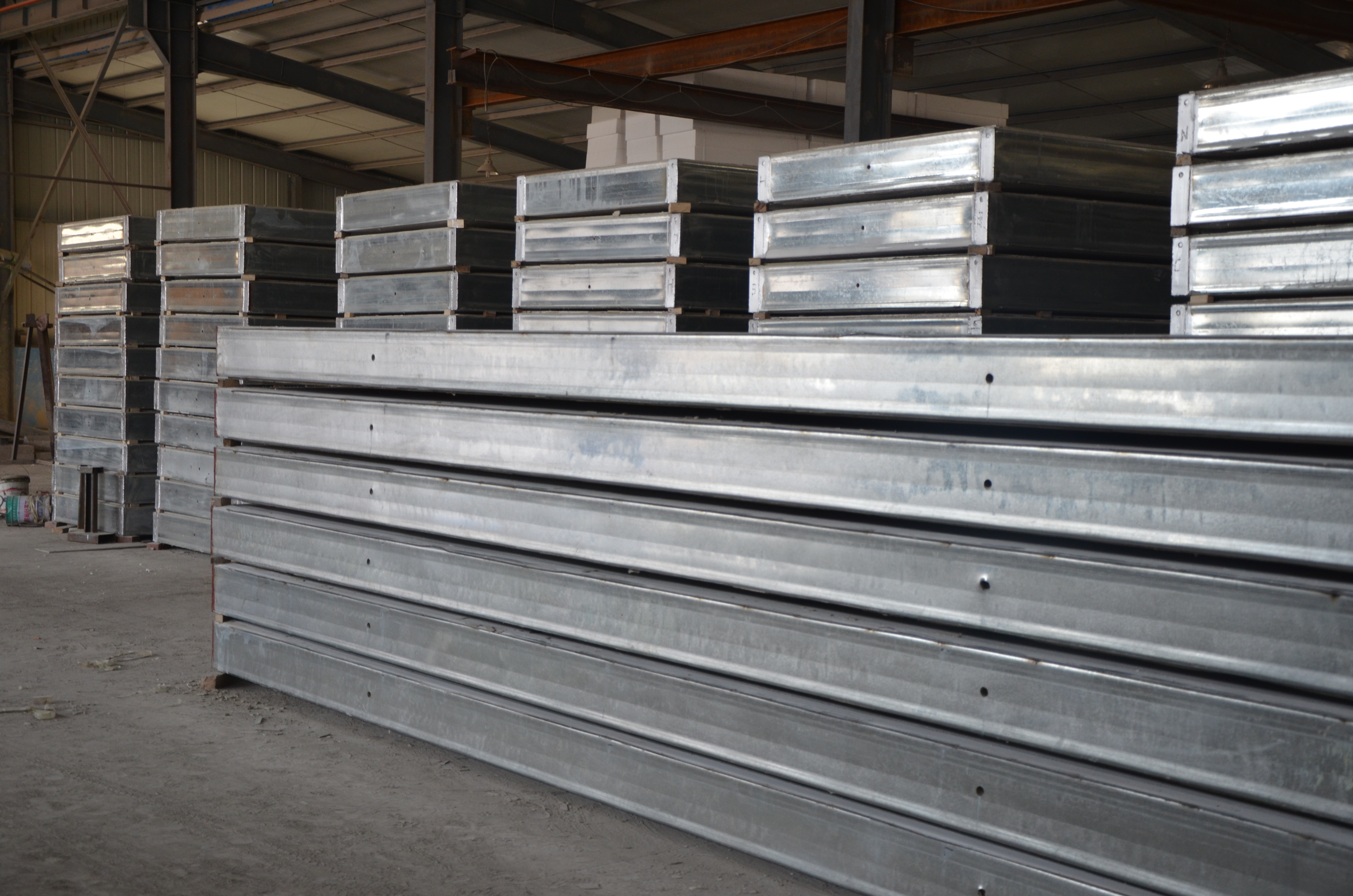 钢骨架屋面板