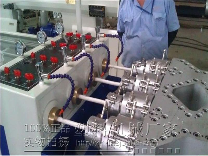 张家港鑫达PVC穿线管生产线设备