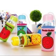 水果布套玻璃杯 厂家定制LOGO广告礼品水杯 精品店水杯 广东货