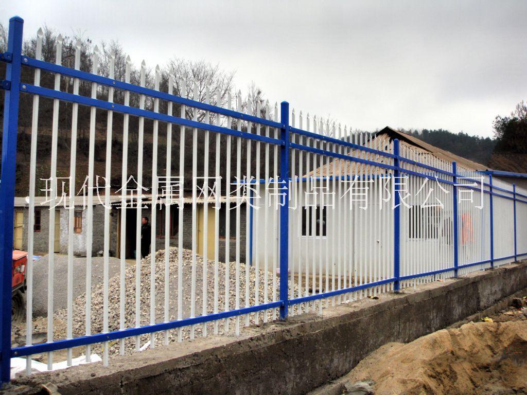买锌钢护栏网、锌钢围栏'锌钢防护网、锌钢隔离栅到安平现代金属网类制品有限公司,质量好优质厂家