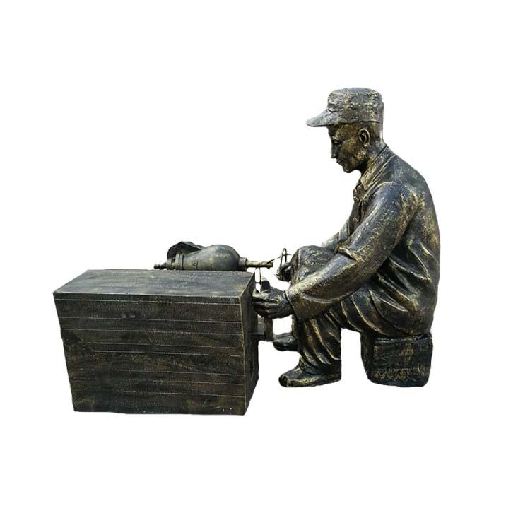 玻璃钢仿铜爆米花雕塑 古代老人爆米花雕塑 民俗生活雕塑 爆米花雕塑
