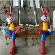 玻璃钢卡通兔八哥雕塑图片