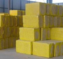 高端岩棉板岩棉板是以玄武岩为主要原材料,经高温熔融加工而成的无机纤维板。岩棉板又称岩棉保温装饰板。批发