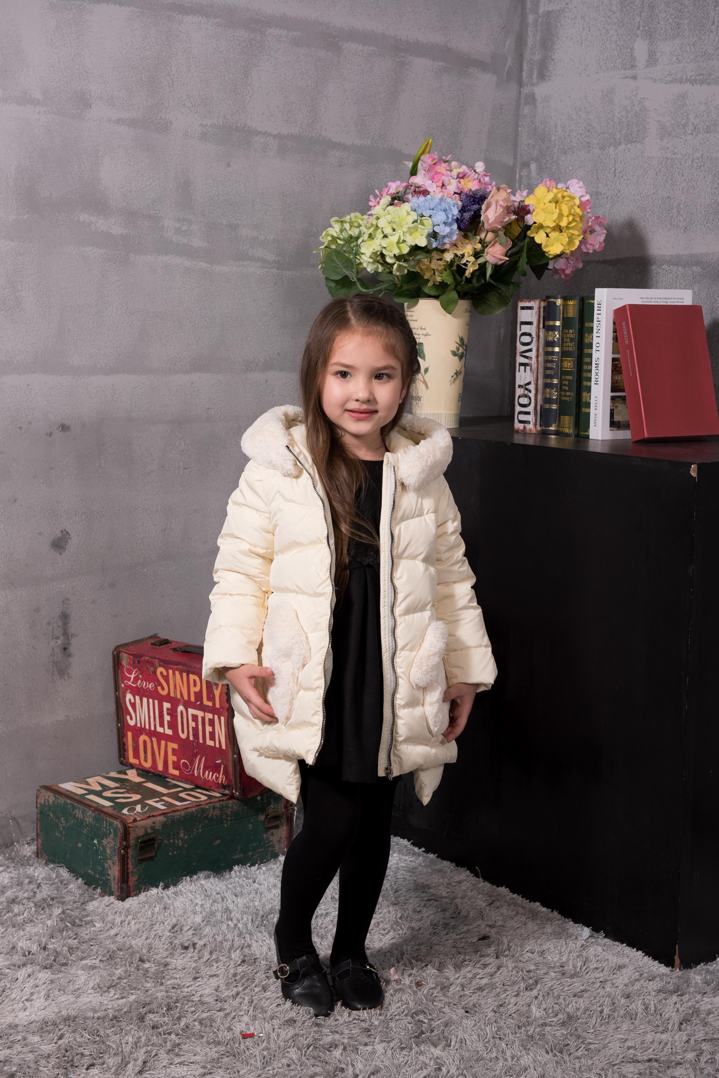童装羽绒外套--白色 广州女式童装羽绒外套厂家 广州童装羽绒外套厂家直销 广州女式白色童装羽绒外套