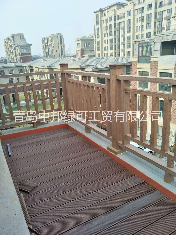 青岛塑木地板哪家做的专业地板安装 户外阳台地板安装施工