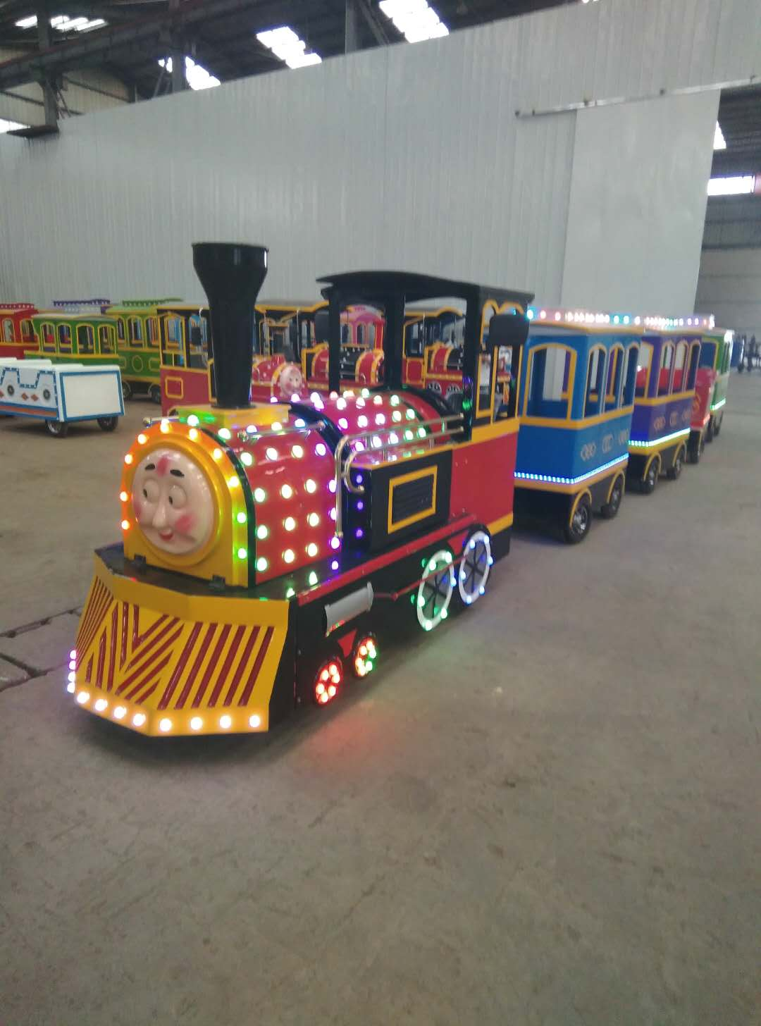新款托马斯无轨火车LED炫酷灯光 超强续航电动火车厂家直销