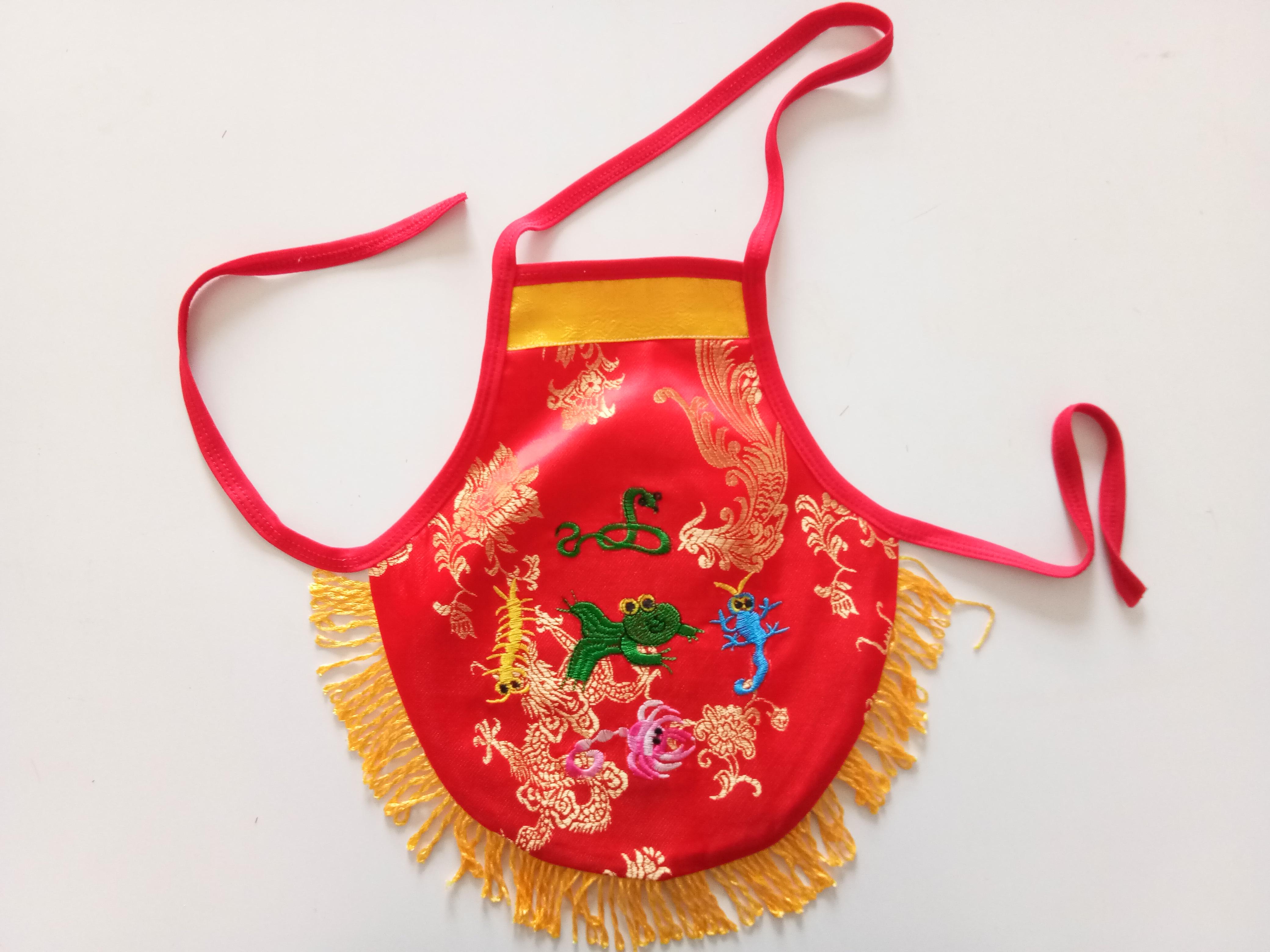 春夏季锦缎提花刺绣带穗宝宝肚兜 批发婴儿肚兜 绣花宝宝套