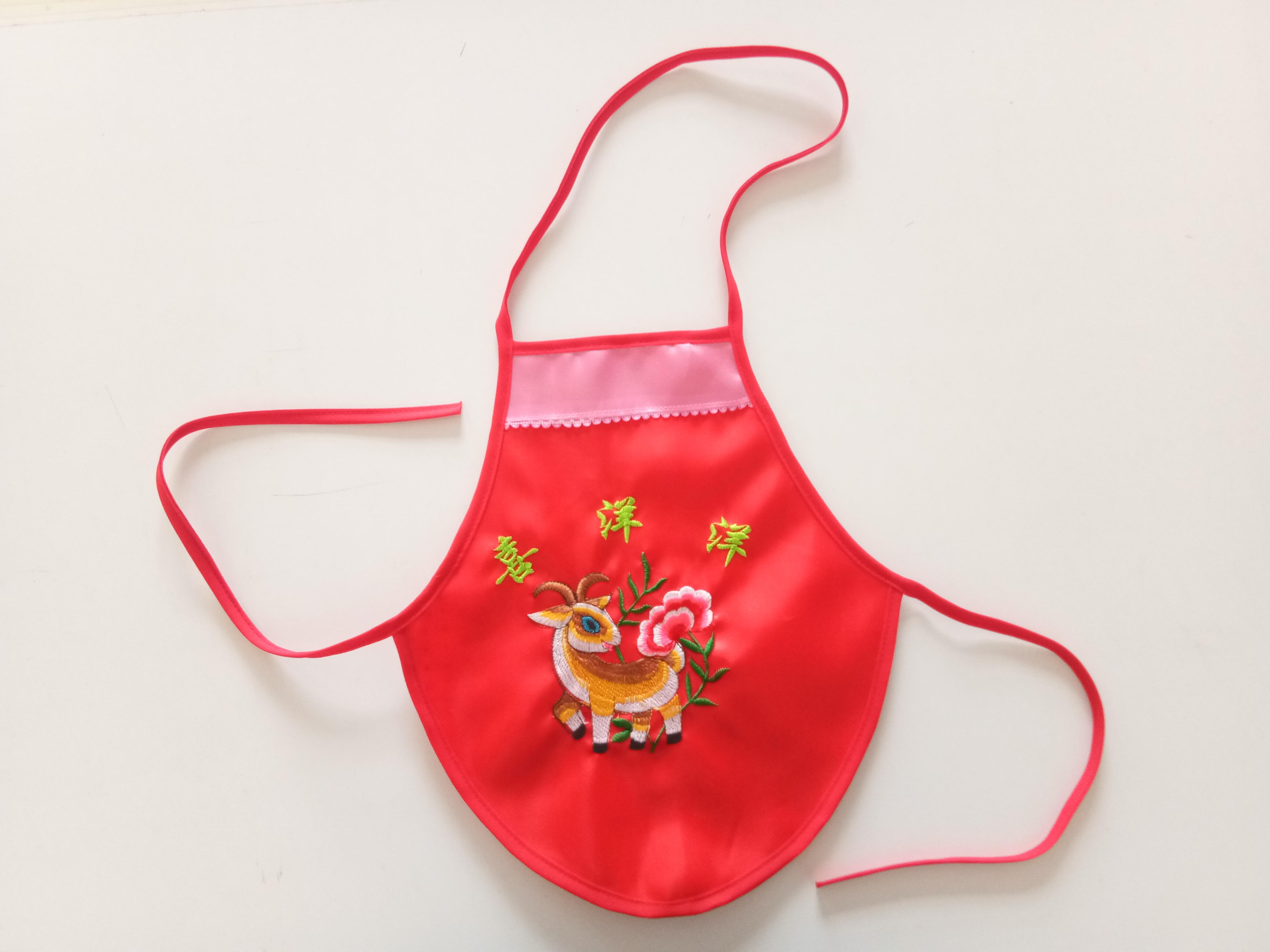 羊大红婴儿绣花肚兜 宝宝肚兜肚围 绸缎刺绣婴儿肚兜