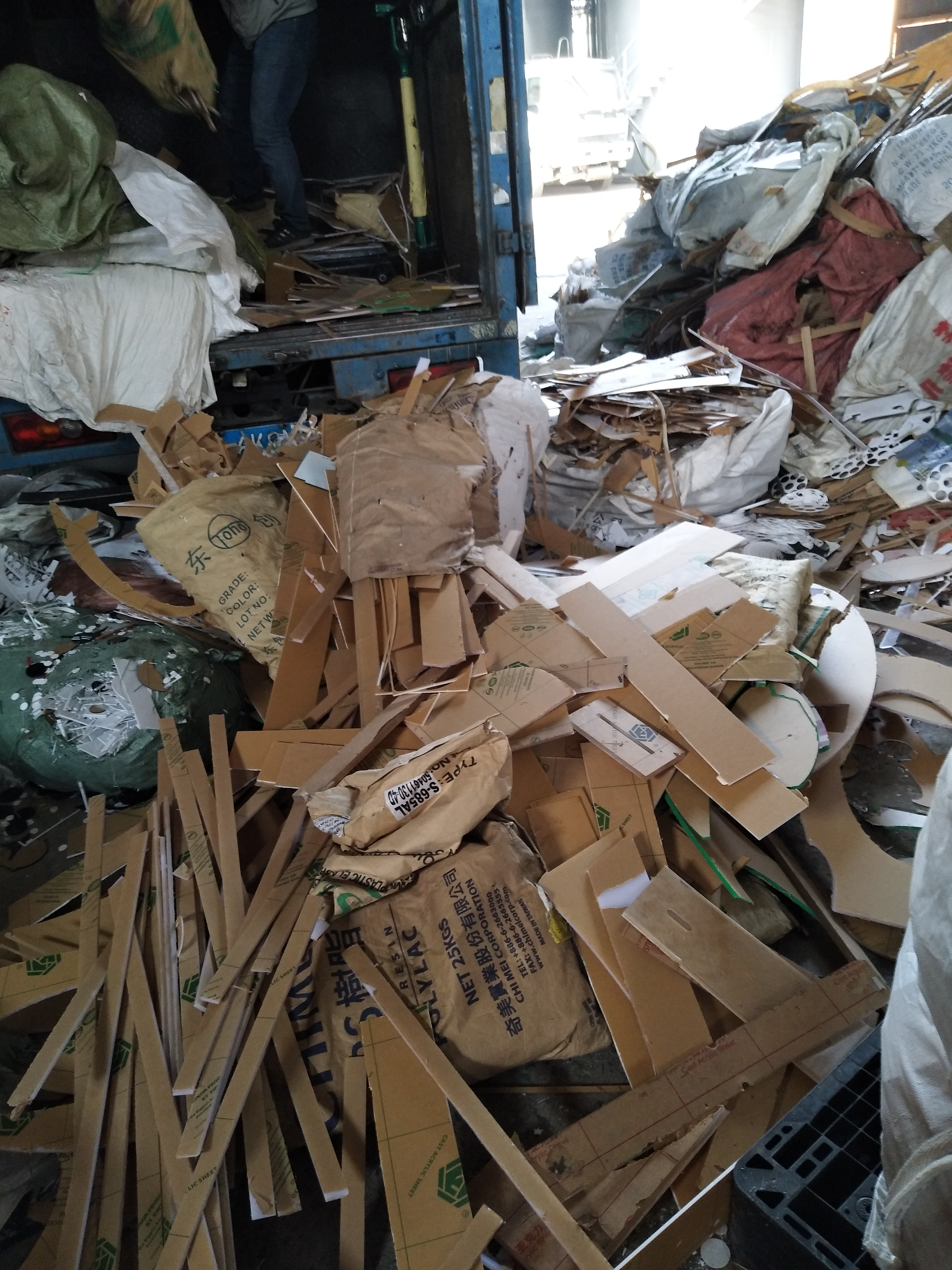 专业回收破碎加工废亚克力回收