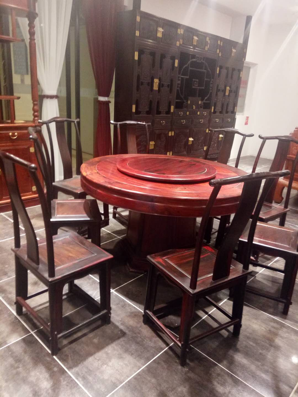 昆明 红木餐桌圆桌中式仿古圆台家用实木雕花原木家具餐桌椅组合