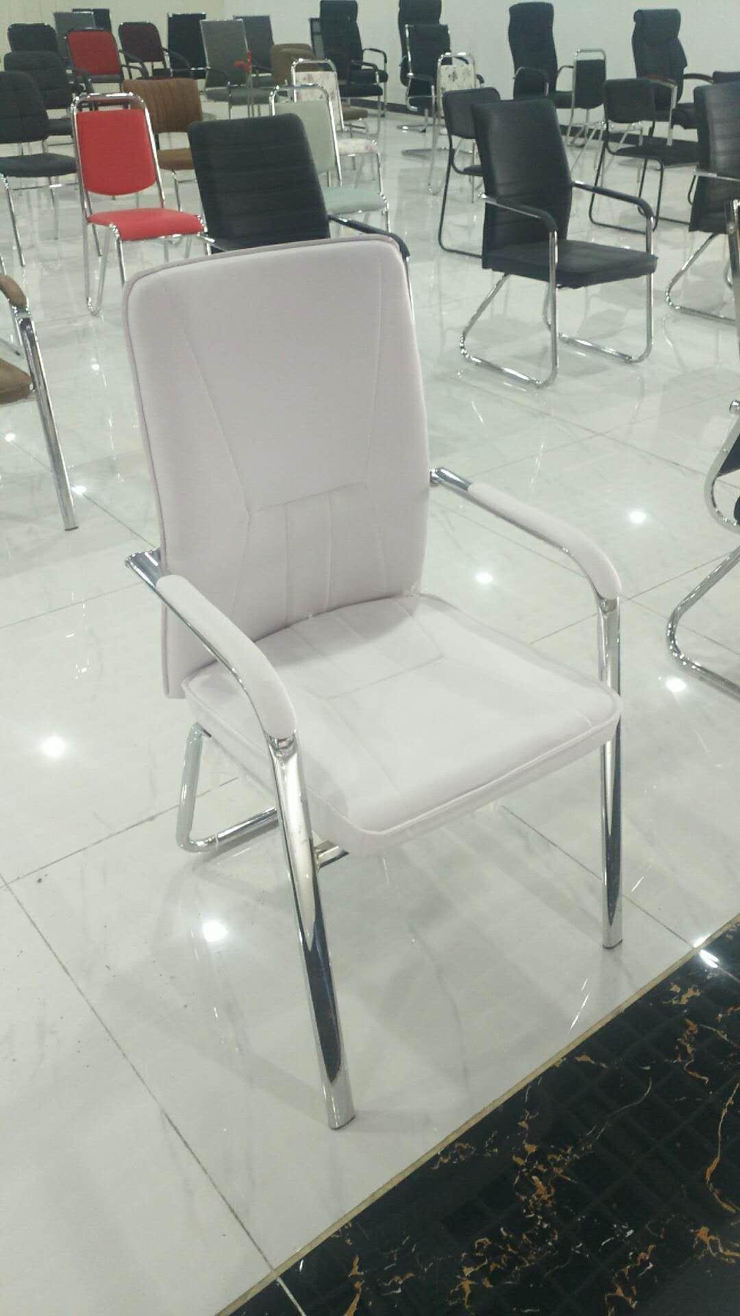 厂家直销  简约皮革椅 白皮革椅批发